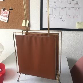 Magasinholder Guld med brunt læderlignede tekstil Med patina