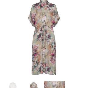 Super fin kjole fejl købt jeg har ik helt højden til denne model derfor sælger jeg også denne str hedder s/m Aldrig brugt mærket er klippe af  Ikke ryger hjem