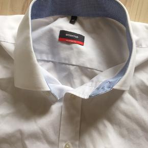Str 45 med korte ærmer rigtig pæn skjorte