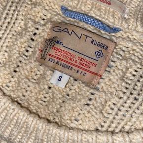 Kabelstrik fra GANT købt i New York for 1900kr.   Bomuld og polyester - meget blød og vamset  Det er min kærestes men kan bruges unisex