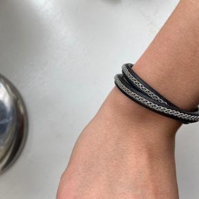 BeChristensen (dobbelt) armbånd, fitter til småt håndled (kan ikke huske størrelse) næsten som nyt  SÆLGES BILLIGT - ÅBEN FOR BUD