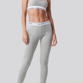 Bukser fra Calvin Klein  Virkelig behagelig  Brugt og vasket et par gange Str S  Byd endelig🐚