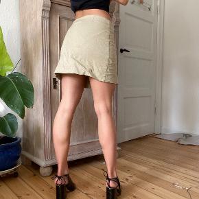 Envii x Freja Wewer nederdel. Brugt et par gange, men kunne godt bruge en strygning