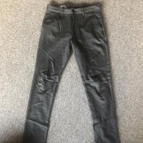 Smarte bukser fra Jack and Jones. De er meget bløde. Det er str 30/32.