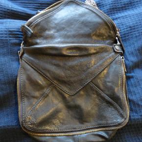 super lækker boyy taske. god men brugt. meget velholdt. jeg bytter ikke. kan ses i kbh n. tager mobilepay