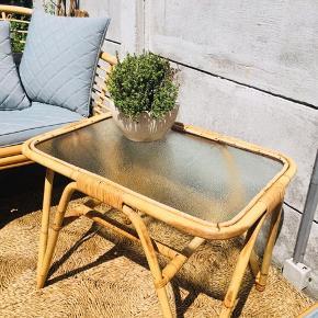 Smukt bambusbord med intakt glasplade 🌱 lige til haven eller terrassen 🌸  (se foto)  🌈