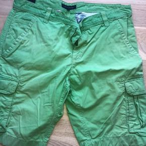 Flotte og yderst velholdte shorts fra tommy i frisk farve   Stk 36