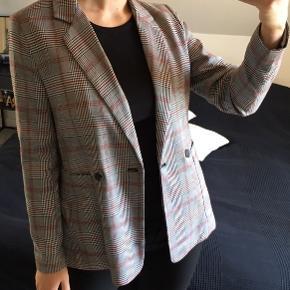 Ternet blazer fra Co'couture 🖤  Polyester foer