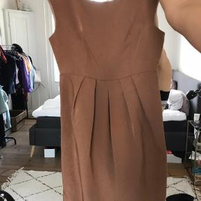 Sød kjole i str 34 Brugt én gang