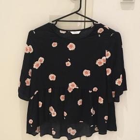 Fin bluse fra Envii, som kun er brugt 1 enkelt gang :-)