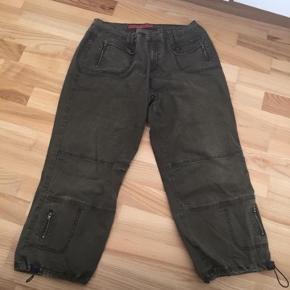 Zizzi 3/4 bukser str 44/46, pæne som nye. Mp 50 kr pp med dao🌺