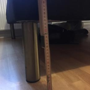 Dreamzone B20 boxmadras i sort. Måler 200x140 cm. Nypris 4999,- men jeg købte med rabat fra Jysk's outlet, da den havde en skramme for enden (ses på billede).  Sælges da jeg har fået en ny seng.  Kan afhentes på Frederiksbjerg, Aarhus C 😊