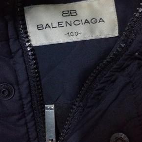 Balenciaga dynejakke! Sælger billigt da det er ude for sæsonen Fitter L-Xl Skriv Pb for info og billeder