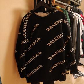Balenciaga knitwear.  Nypris er ca 6000 Købt direkte i butik Alt OG medfølger, inklusiv kvittering osv.