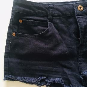 Size 28 used once. In color black.
