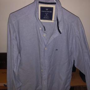Kronstadt skjorte i lyseblå sælges. Fejler intet. Str. XL
