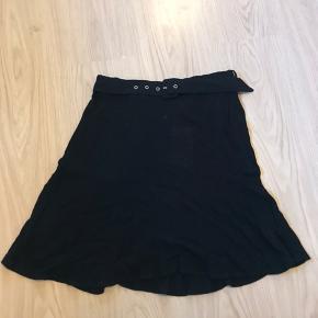 Fra Mint & Berry med et bælte til nederdelen.