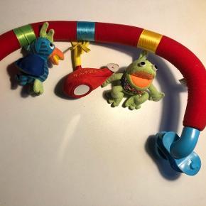 Kaj og Andrea aktivitetslegetøj evt til autostolen Kan også købes i Flealoppen i Esbjerg Stand 73