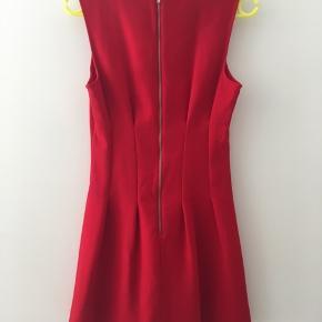 Topshop - klassisk kjole, str. 38 🌸🌼 Fremstår i flot stand, brugt få gange og vasket 1 gang Kan hentes på Nørrebro eller sendes