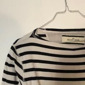 Sælger denne super flotte bluse med tre-kvart ærmer fra Malene Birger!💞  Skriv for spørgsmål eller flere billeder!🤩