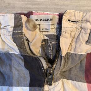 Fine burberry bade shorts . Kan også bruges som alm shorts.  Brugt relativ få gange .   Tod kvalitet