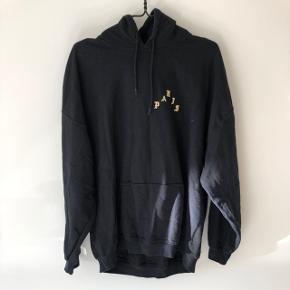Sælger denne yeezy merch Paris hoodie Den er brugt og er str xl og fitter tts