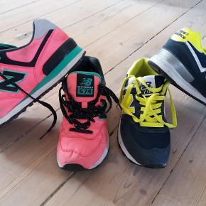 To par velholdte sneakers svarende til str 37 til henholdsvis pink og blå- der står dog 38 i dem, men de passer ikke en 38. Der mangler såler i begge. 200 kr.pp for ét par. 350 kr.pp. for to par.