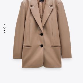Helt ny blazer/jakke fra ZARA. Aldrig brugt.