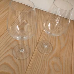 Sælger 2 stk. Holmegaard hvidvinsglas. samlet pris 60 kr. kan afhentes i Aarhus.