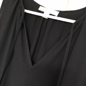 Fin top fra Michael Kors med elastik i taljen.   Fremstår uden synlige brugsspor.