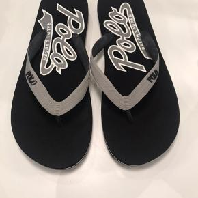 Sælger disse helt nye Raulph Lauren sandaler i str 44 :-) Helt nye og ubrugte :-)