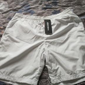 Flotte  nye mande shorts str L fra Head stadig med mærke sælges. Ses og købes i Kolding eller sendes på købers regning! :)