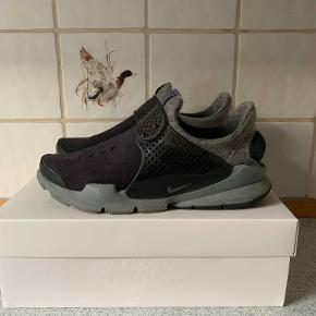 Nike Sock Dart Tech Fleece 42,5 8/10 350 Købt i New York, kvittering haves på 163$  OG æske medfølger
