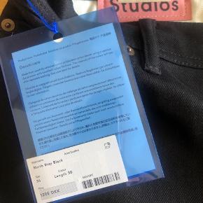 Sælger de her sort jeans str 34  længde 30 sprit nye fejl køb ny pris 1295kr prisen på de 700kr er fast !!!