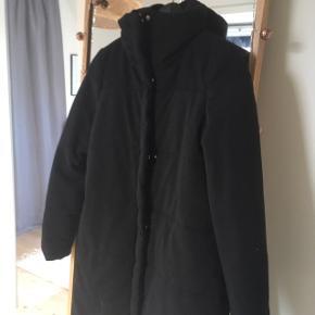 Rigtig lækker vinterfrakke fra Nümph sælges. Frakken er aldrig brugt.