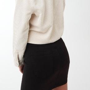 Molly nederdel med stretch. Aldrig brugt eller vasket