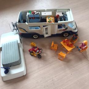 Playmobil autocamper med diverse tilbehør.