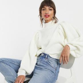 Stor puffy sweater  Brugt 2 gange, fejler intet.  Mp 150kr