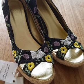 VILA heels