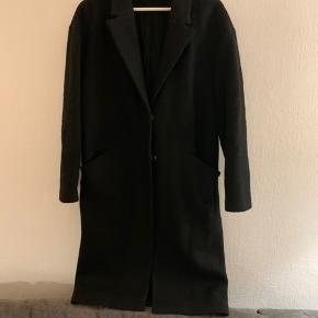 Flot uldfrakke fra Selected Femme. Brugt få gange.