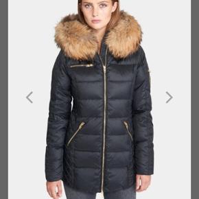 Flot Rock and Blue jakke, 2018 EVE model med brun fake-fur pels på kraven. Pelsen kan tages af og der kan købes anden farve pels i stedet.  Brugt en halv sæson, fremstår som ny.