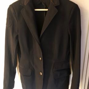 Cavalleria Toscana stævne jakke, brugt men igen tegn på slid. Str 46 IT passes af 40-42