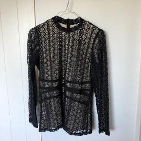 Sælger denne fine bluse fra Saint Tropez, da jeg ikke får den brugt