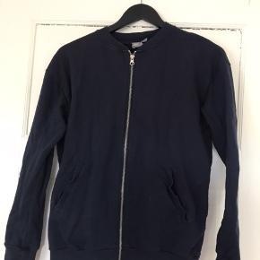 Asos sweatshirt med lynlås str. 36.