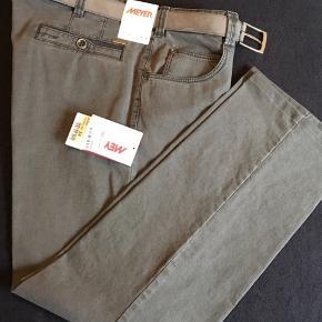 Helt nye bukser med bælte Khaki farvet Nypris 899 kr