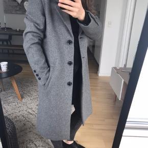 Jeg sælger min nye uldfrakke fra Selected Femme i str 38 Perfekt stand, klassisk design Nyprisen 1200kr