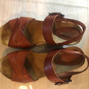 Lækker flot sandal fra Pavement, kun brugt få gange, så i fin stand! 🌸