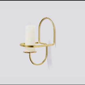 HAY Lup Wall Lysestage messing brass  Has been hung on wall once but never used. Holder only does not include a wall screw.   Mål:  B 11 X D 12 X H 11 cm  Pair available. The other includes a brass screw.