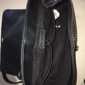 💞HURTIG HANDEL OG KØB TASKEN FOR 105 KR. INKL. FRAGT KUN I EFTERÅRSFERIEN💞  Sælger min flotte taske fra Zara. Den er godt brugt som ses på billedet, men ikke noget du lægger mærke til.