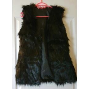 Faux fur/pels vest str xs  Afhentes i Glostrup eller sendes (40kr) 📦 Se flere ting på min profil - følg gerne 🌼🐝